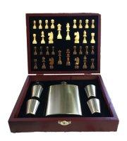 Ploskačka so šachovou súpravou v drevenej darčekovej krabičke